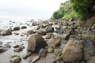 Boulders naturally strewn along the beach are remnants of past volcanic eruption creating an impressive Rock Beach landscape that adds a sense of excitement and energy to the mysterious Mapaso spring.