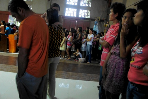 The presence of many children in this Candelaria mass attest to the popularity of this celebration in Bulusan.