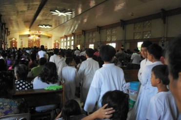 More sakristan (altar boys) than the regular mass for the Calendaria celebration.