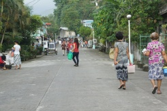 Jomabel, Oya Lilia and Oya Mila in a street in Poblacion Central. We live in this block.