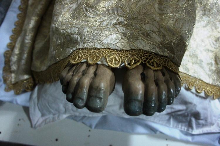 Feet of Santo Intierro