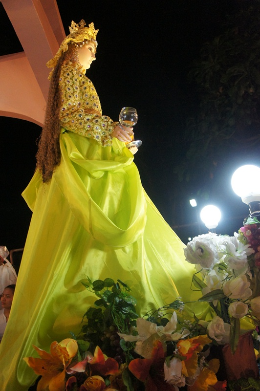 Santa Marta radiates beauty in another exquisite gown creation.