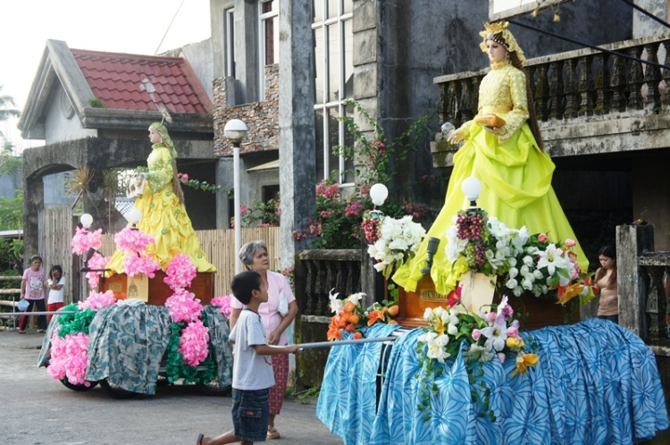 Santa Marta and Santa Veronica return home to our neighbor's house after the Easter mass.