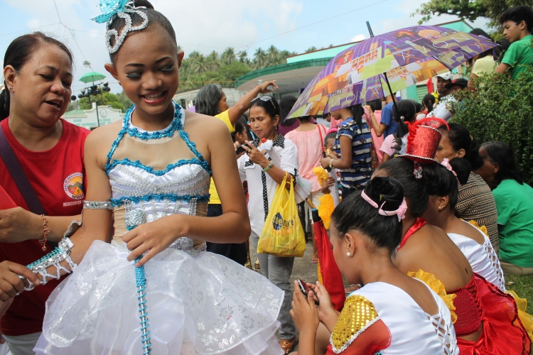 A DLC majorette and her proud mom with the crowd before the presentation. (Bulusan, July 24, 2015)